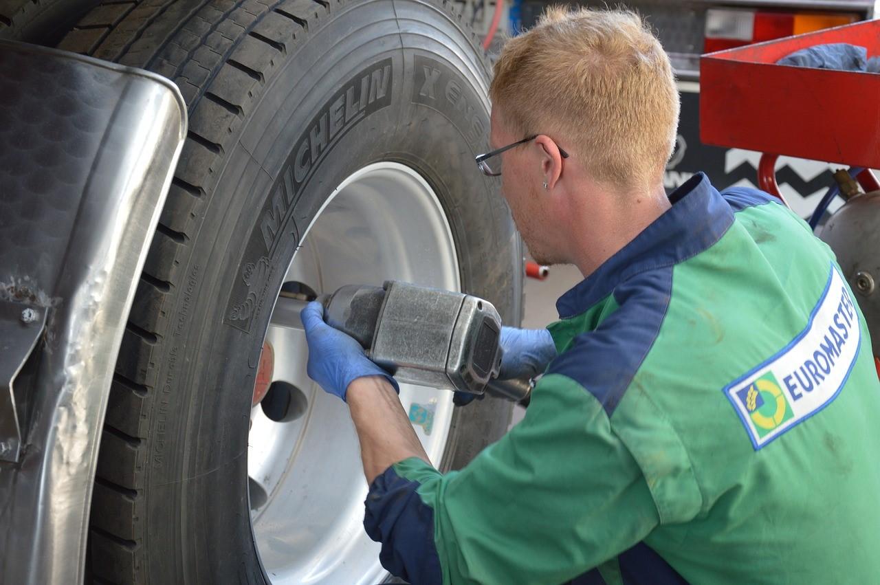 Comment monter sur sa voiture des pneus achetés sur Internet ?